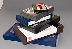 Im Projektbestand befinden sich fünf verschiedene analoge Videoformate und ein analoges Tonformat