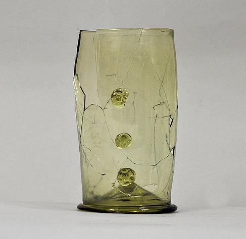 Abb. 4: Gefügtes und ergänztes Nuppenglas